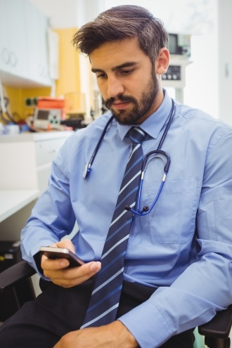 doctor using secure text messaging for healthcare
